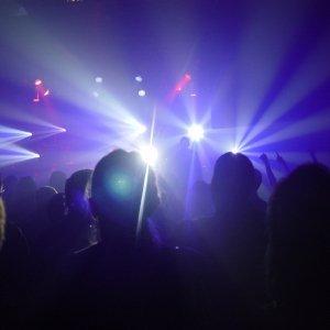 concert-crowd-300x300_5_300x3002